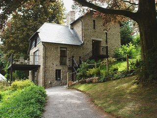 INGLE TOR, stone built lodge in the grounds of Bovey Castle. Use of luxury