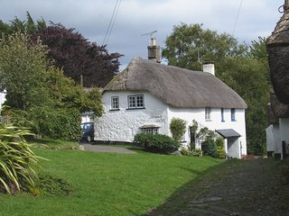 LITTLE GATE COTTAGE, charming, thatched, Grade II listed cottage on the Dartmoor