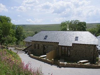 BATAVIA, smart Dartmoor cottage with access to open moorland, near Lydford