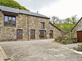 BATAVIA, smart Dartmoor cottage with access to open moorland, near Lydford Gorge