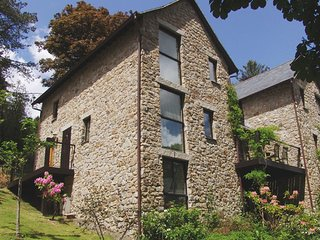 HOUND TOR, smart lodge at luxury Bovey Castle. Use of hotel spa, pool, tennis an