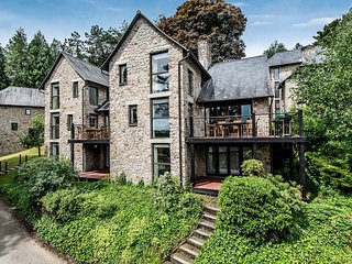 HAYTOR, stylish lodge at luxury Bovey Castle. Use of hotel spa, pool, tennis and