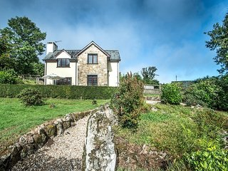 YELFORDS COTTAGE, detached Dartmoor cottage with outstanding views. Chagford 2 m