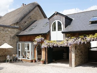 THE LINHAY, stylish cottage in popular Dartmoor town with pubs and shops nearby.