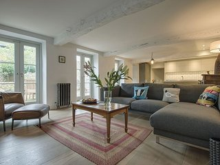 DAIRY COTTAGE, luxurious stylish cottage in the heart of the Dartmoor town of Ch