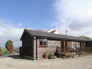 LILY'S PAD, smart cottage with wood burning stove and outstanding moorland views
