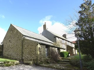 HAMEL DOWN HIDEAWAY, charming Dartmoor cottage with wood burning stove and direc