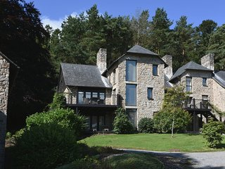 CLARET TOR, stylish lodge at luxury Bovey Castle. Use of hotel spa, pool, tennis