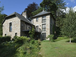 FINGLE TOR, stylish lodge at luxury Bovey Castle. Use of hotel spa, pool, tennis