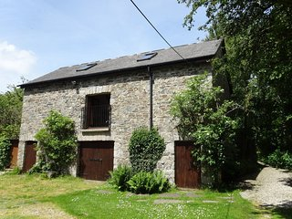 TOWNEND BARN, elegant cottage with wood burning stove and grand piano, close to