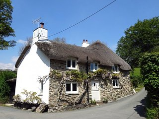 CULLAFORD COTTAGE, Stylish, sophisticated detached Dartmoor cottage with wood bu