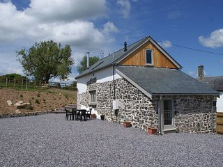 BOWBEER BARN, peaceful Devon cottage on a farm. Fields to wander and pond for