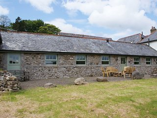 HAY TOR COTTAGE, superb single-storey cottage with panoramic views. In Widecombe
