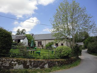 MOORHAVEN, stylish Dartmoor cottage with wood burning stove and open moorland