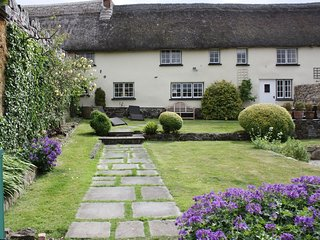 MICHAELMAS COTTAGE, thatched Dartmoor cottage with pretty garden in picturesque