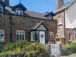 LAZY BEAR COTTAGE, Victorian cottage in pretty Dartmoor village. Close to tea ro