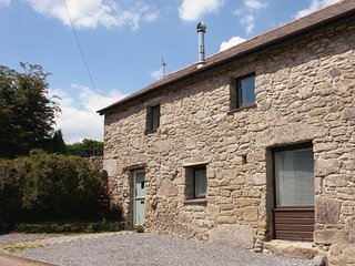 HAYLOFT, relaxing, pet friendly, 'upside down' cottage in heart of Southern Moor