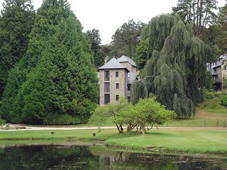 JAYSTONE, Smart lodge in grounds of luxury Bovey Castle with use of hotel facili