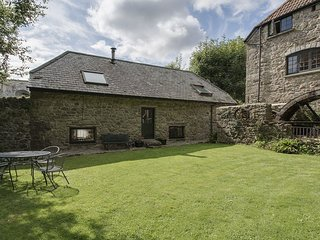 WATER BARN, spacious converted barn in Dartmoor national park. In Manaton. Lustl