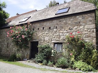 WATER BARN, spacious converted barn in Dartmoor national park. In Manaton