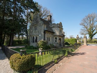 ROSE COTTAGE, stunning gothic style gatehouse at luxury hotel Bovey Castle with