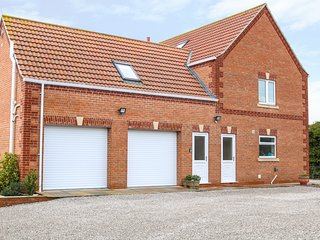 PROVIDENCE APARTMENT, open-plan, walks from the doorstep, rural area, in Epworth