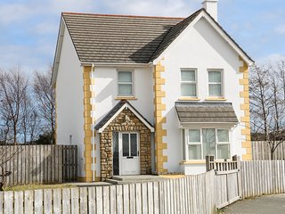 8 CULDAFF MANOR, spacious accommodation, en-suite, open fire, Ref 982943