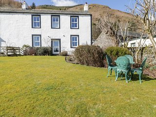 THE BOTHY, first floor apartment, Thornthwaite near Keswick, private parking, mo