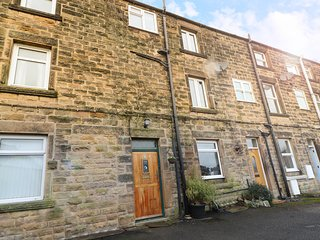 ROCK COTTAGE, over three floors, close to town centre, rural views, in Bakewell