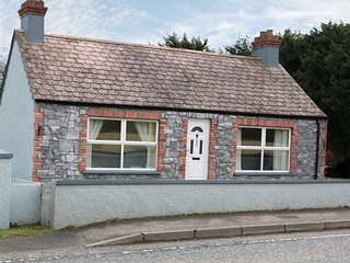 JAM COTTAGE, sea views, ground floor, WiFi, Ref 965819