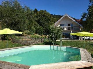 Chalet luxe calme,170 m²-sauna,Babyfoot,piscine privée 28°,pétanque,aire/jeux...