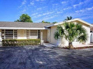 3 Bedroom, 2.5 Bathroom Cozy Duplex in Fort Lauderdale