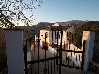 Moderne Villa mit 2 Pools am Rand des Naturparks