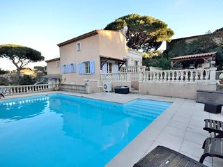 Villa - 500 m from the beach