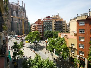 SAGRADA FAMILIA VIEW 2 BEDROOM APARTMENT