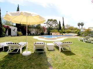 Gale de Cima Villa Sleeps 8 with Pool Air Con and WiFi - 5238115