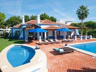 3 bedroom Villa in Olhos de Água, Faro, Portugal : ref 5585482
