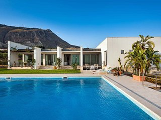 4 bedroom Villa in Trapani, Sicily, Italy : ref 5238128