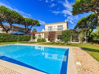Quinta do Lago Villa Sleeps 6 with Pool Air Con and WiFi - 5237992