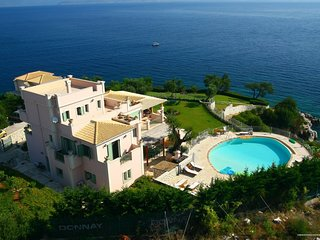 Kassiopi Villa Sleeps 12 with Pool Air Con and WiFi - 5238059
