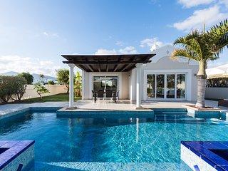 Puerto del Carmen Villa Sleeps 6 with Pool Air Con and WiFi - 5585542