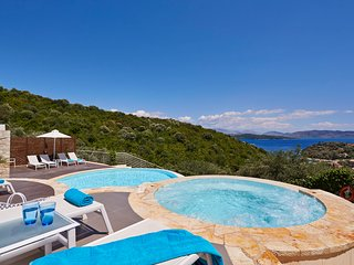 Agios Stefanos Sinion Villa Sleeps 8 with Pool Air Con and WiFi - 5238056