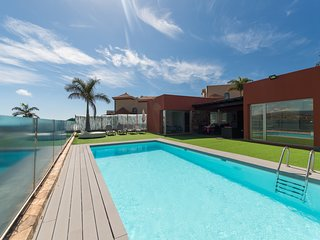 AMAZING VILLA IN MASPALOMAS. PRIVATE HEATED POOL