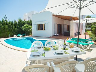 4 bedroom Villa with Pool, WiFi and Walk to Beach & Shops - 5238004