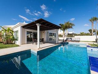Puerto del Carmen Villa Sleeps 4 with Pool Air Con and WiFi - 5585536
