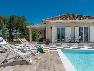 2 bedroom Villa in Sarakinado, Ionian Islands, Greece : ref 5585590