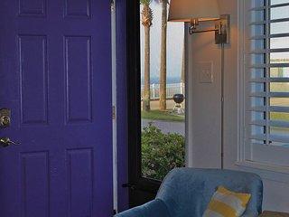 1BR/1BA, sleeps 4!  Complimentary Beach Service included with your Rental!