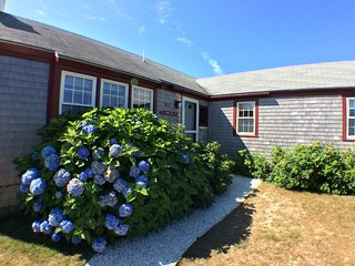 Cozy 3 Bedroom, 2 Bathroom Cottage - Sleeps 8