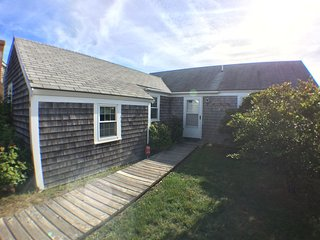 Cozy Cottage - Views of Long  Pond - Sleeps 8