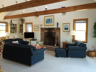 Spacious Nantucket Beach House - Sleeps 10